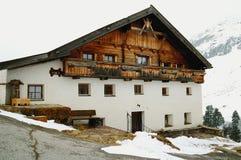 Vecchio hous tradizionale nelle alpi Fotografia Stock