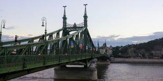 Vecchio incrocio del ponte fotografie stock