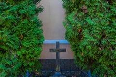 Vecchio incrocio della chiesa fotografia stock