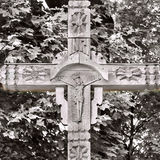 Vecchio incrocio di legno con una croce Fotografia Stock