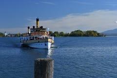 Vecchio incrocio di traghetto il lago Chiemsee, Baviera, Germania Fotografia Stock Libera da Diritti