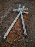 Vecchio incrocio grave di legno occidentale, immagine alta non marcata e vicina in cimitero in Arizona Immagini Stock Libere da Diritti