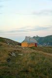 Vecchio indossi la capanna della montagna di Barbera, le alpi di Piemonte, Italia Fotografia Stock