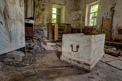 Vecchio interno abbandonato della casa della Camera del cottage Fotografie Stock Libere da Diritti
