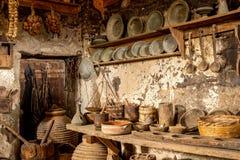 Vecchio interno della casa di campagna Immagini Stock