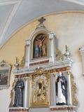 Vecchio interno della chiesa, Lituania fotografie stock