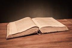 Vecchio libro aperto Fotografia Stock