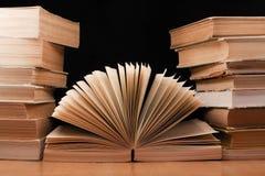 Vecchio libro aperto dell'annata Fotografia Stock Libera da Diritti
