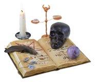 Libro magico con il cranio ed il cristallo neri Fotografia Stock