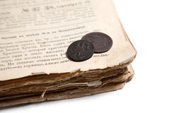 Vecchio libro e monete Fotografia Stock