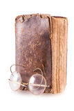 Vecchio libro e vetri Fotografia Stock Libera da Diritti