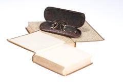 Vecchio libro isolato su priorità bassa bianca Immagine Stock Libera da Diritti