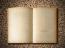 Vecchio libro sul pannello truciolare Fotografia Stock Libera da Diritti