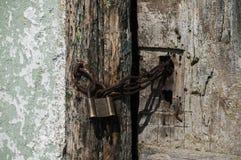 Vecchio lucchetto locked fotografia stock