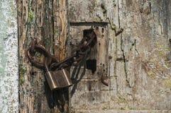Vecchio lucchetto locked immagine stock
