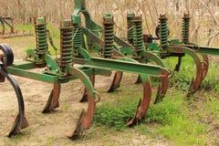 Vecchio macchinario abbandonato ed arrugginito dell'aratro Fotografie Stock