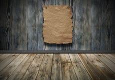 Vecchio manifesto di carta sulla parete d'annata di legno immagini stock