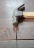 Vecchio martello della ruggine confuso Fotografia Stock Libera da Diritti