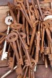 Vecchio mazzo chiave fotografie stock