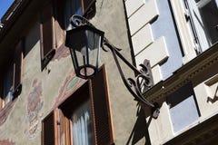 Vecchio merano Tirolo del sud Italia Europa della strada della lanterna fotografia stock