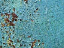 Vecchio metallo arrugginito con il fondo blu uno della pittura fotografia stock libera da diritti
