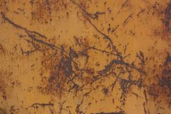 vecchio metallo arrugginito nel fondo marrone di colore Fotografia Stock