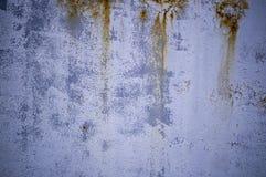Vecchio metallo dipinto stagionato con i punti del fondo della ruggine, industriale immagini stock libere da diritti