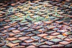 Vecchio modello delle mattonelle di tetto della porcellana in tempio buddista della Tailandia Fotografia Stock Libera da Diritti