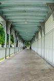 Vecchio modo della passeggiata nel palazzo di dolore di colpo, Tailandia Immagini Stock