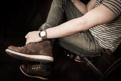 Vecchio modo marrone delle scarpe di cuoio dello stivale di uomo Immagini Stock