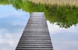 Vecchio molo del lago della natura delle plance Fotografia Stock