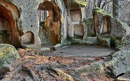 Vecchio monastero della caverna Immagine Stock Libera da Diritti