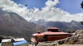 Vecchio monastero in Himalaya Nepal immagine stock