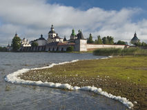 Vecchio monastero in Kirillov fotografia stock libera da diritti