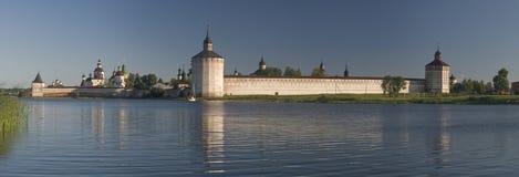 Vecchio monastero in Kirillov immagine stock