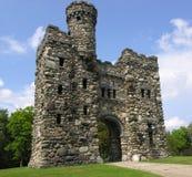 Vecchio monumento di pietra della torre Immagini Stock Libere da Diritti
