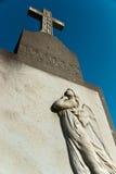 Vecchio monumento grave con l'angelo al sole Fotografia Stock Libera da Diritti