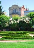 Vecchio monumento storico nel giardino fotografie stock libere da diritti