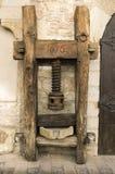 Vecchio mortaio di legno per cereale Fotografia Stock