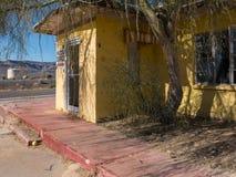 Vecchio motel abbandonato della strada principale Fotografia Stock