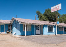 Vecchio motel del bordo della strada Immagini Stock
