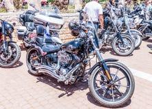 Vecchio motociclo Harley Davidson ad una mostra di vecchie automobili in motociclo detto Harley Davidson ad una mostra di vecchie Fotografie Stock