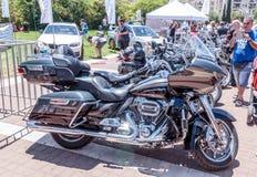 Vecchio motociclo Harley Davidson ad una mostra di vecchie automobili in motociclo detto Harley Davidson ad una mostra di vecchie Fotografia Stock Libera da Diritti
