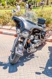 Vecchio motociclo Harley Davidson ad una mostra di vecchie automobili nella città di Carmiel Fotografia Stock