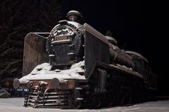 Vecchio motore a vapore coperto di neve Immagini Stock Libere da Diritti