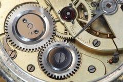 Vecchio movimento a orologeria all'interno Immagini Stock