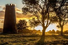 Vecchio mulino al tramonto Fotografia Stock Libera da Diritti