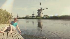 Vecchio mulino di vento in Olanda I Paesi Bassi video d archivio