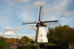 Vecchio mulino di vento olandese Immagine Stock