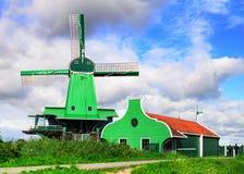Vecchio mulino nel villaggio di Zaanse Schans Paesi Bassi fotografia stock libera da diritti